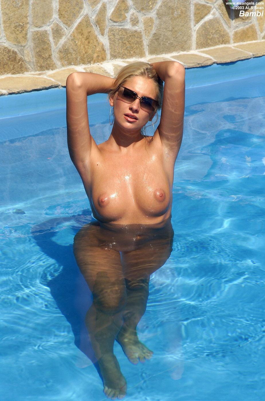 Nake sluts in a pool