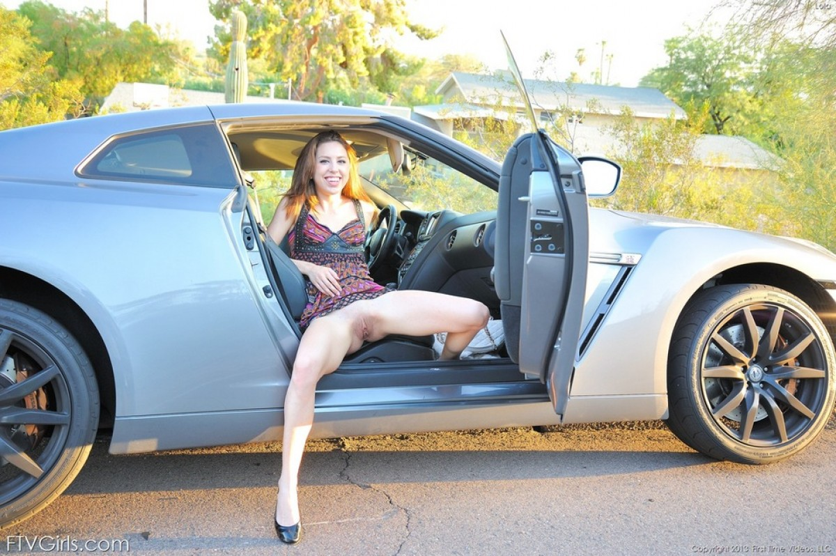 Horny Chick With A Broken Car  Sexy Nude Paradise-8026